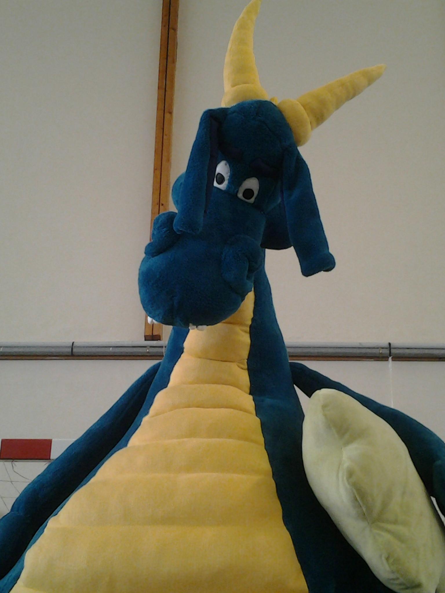 Notre Dragon Péteur en peluche lors du salon du livre de Theix (Morbihan)